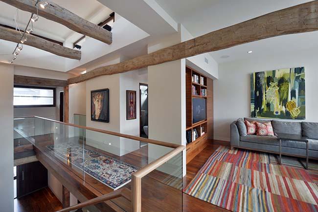 edge hardwood beams15 - Reclaimed Hardwood Barn Timbers